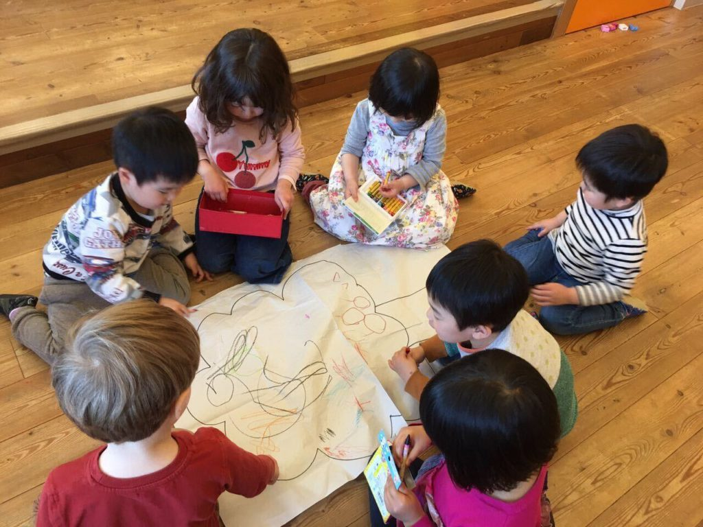 kids drawing at RZP Preschool Tokyo
